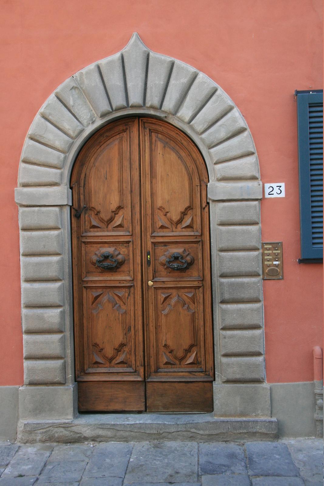 Arched Doordetails & Arched Door [image 1067x1600 pixels]