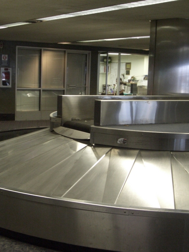 [Picture: Luggage conveyer 2]