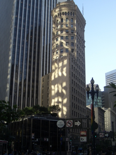 [Picture: Contrasting Architecture 2]