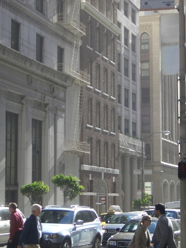 [Picture: Sunlight downtown]