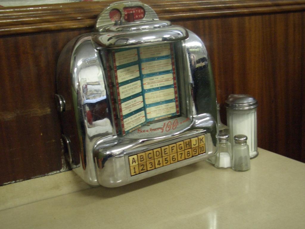 [Picture: Diner Juke Box 2]