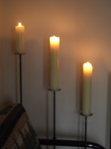 [Picture: Burning candles 3]