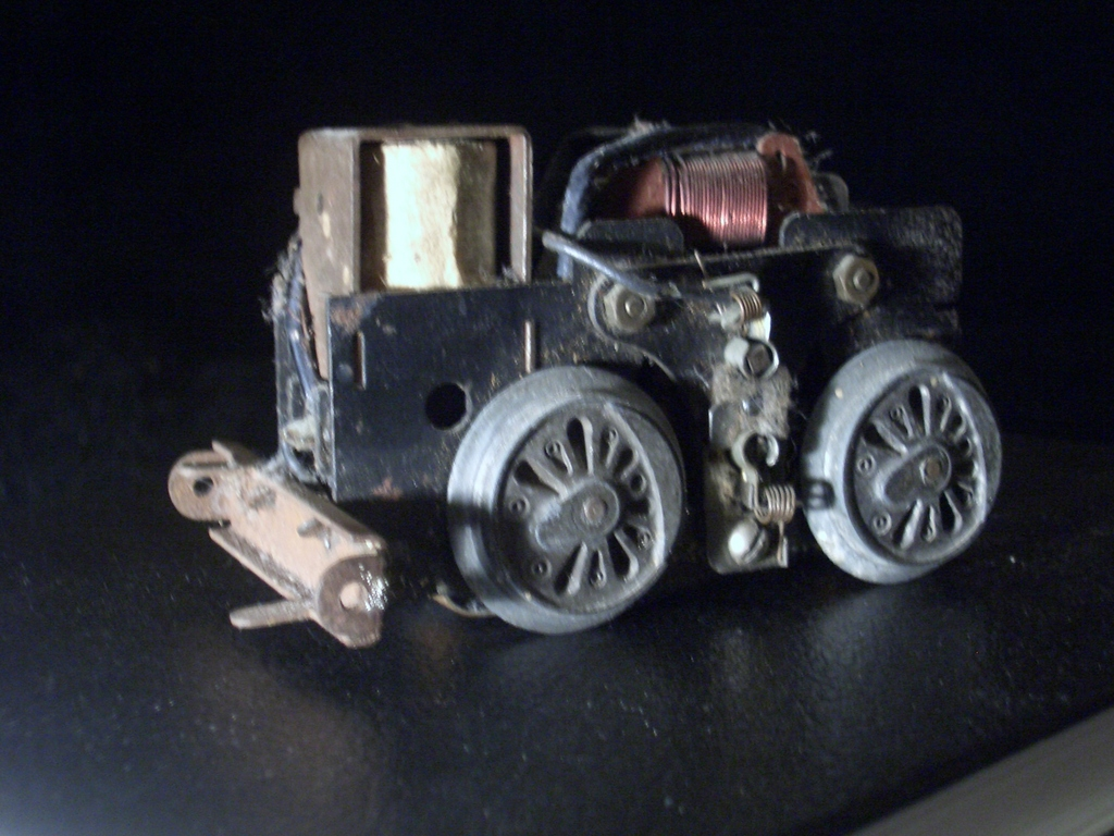 [Picture: Motor for model railway engine 2]