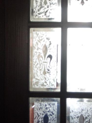 [Picture: Fleur-de-lys window]