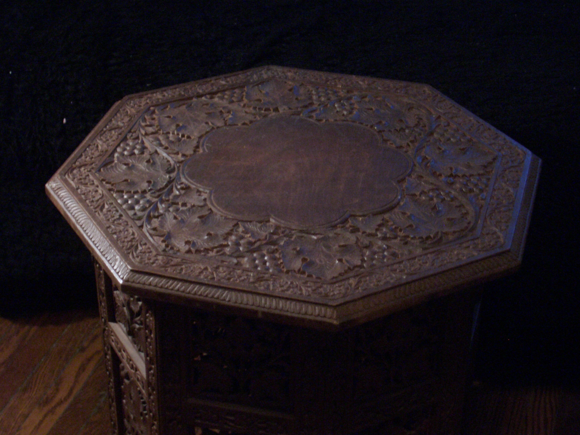[Picture: Octagonal Table 2]