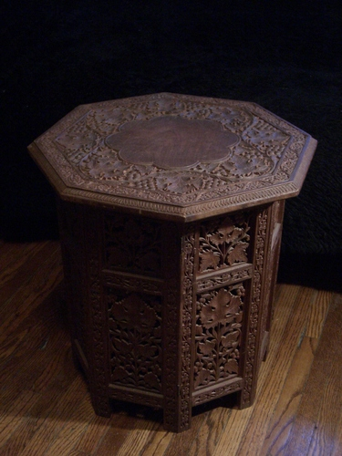 [Picture: Octagonal Table 4]