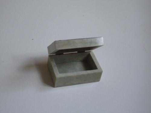 [Picture: open jade box from India]