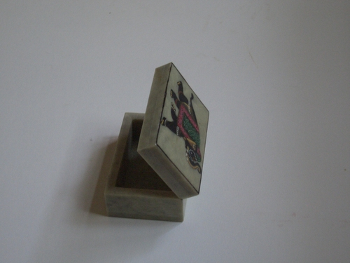 [Picture: open jade box from India 38]