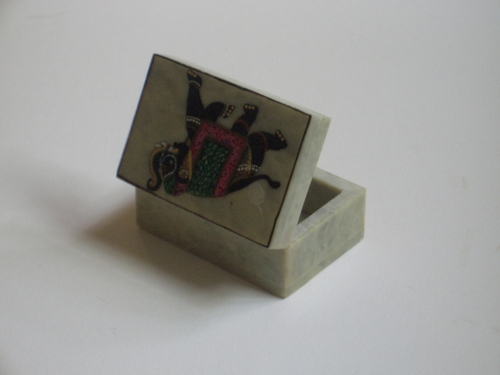 [Picture: open jade box from India 47]