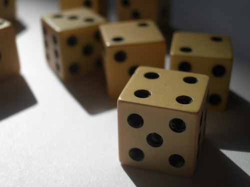 [Picture: Ivory dice 3]