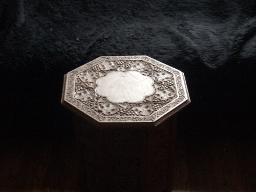 [Picture: Octagonal Table]
