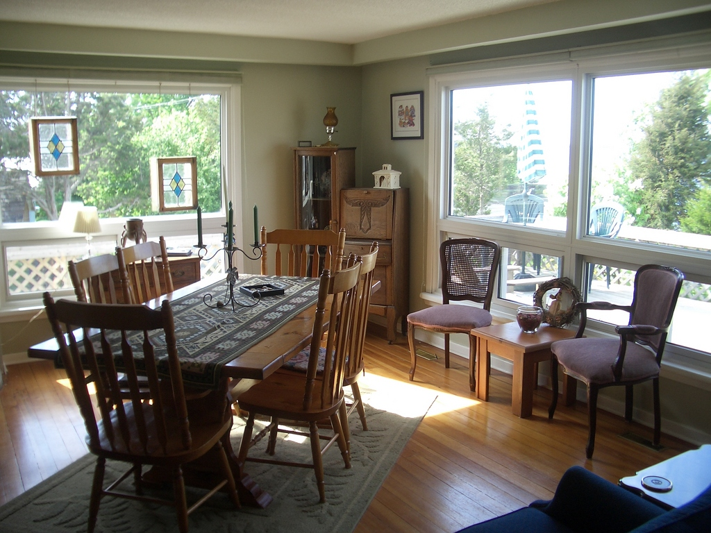 [Picture: Dining room]