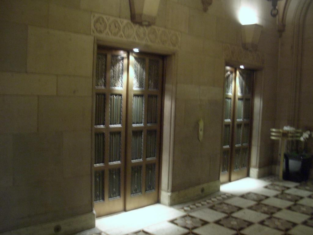 [Picture: Gold elevator door 2]