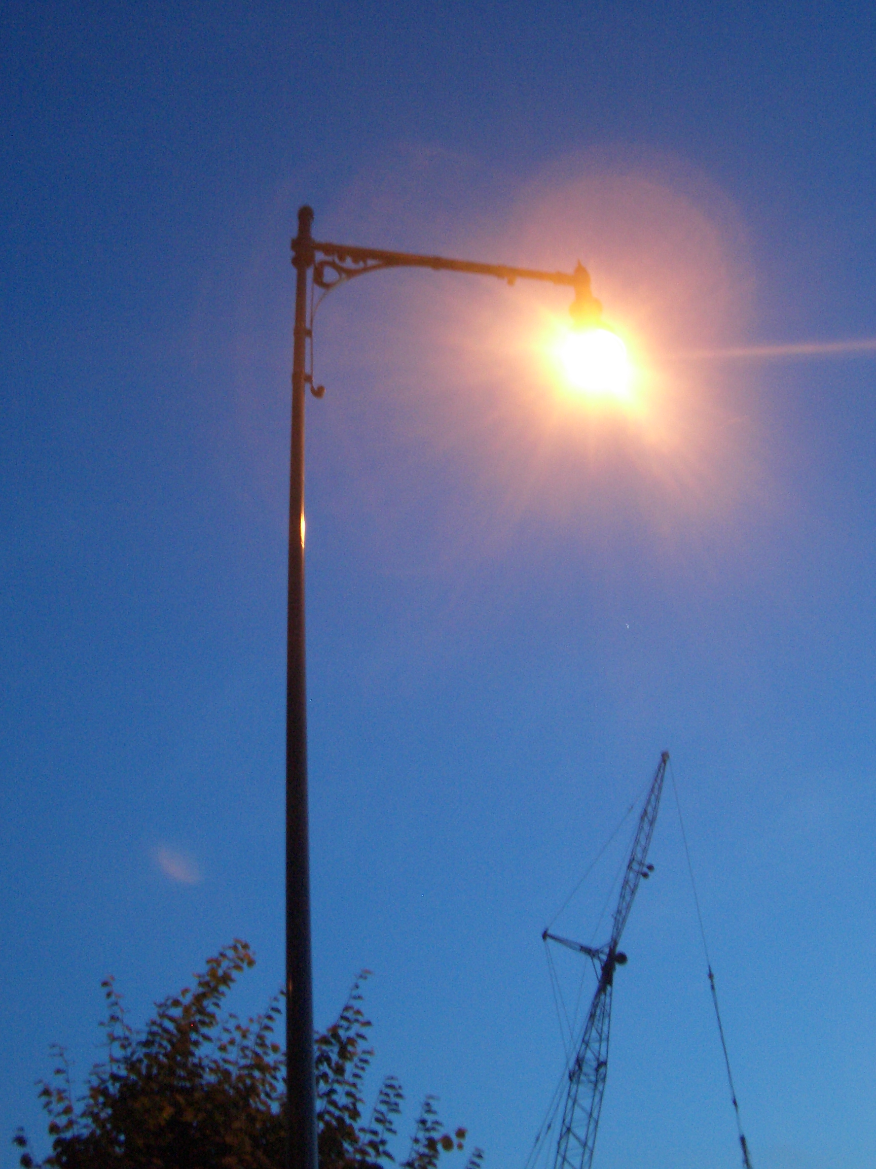 [Picture: Bright Lamppost]