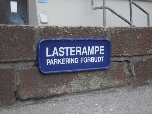 [Picture: Lasterampe Parkering Forbudt]