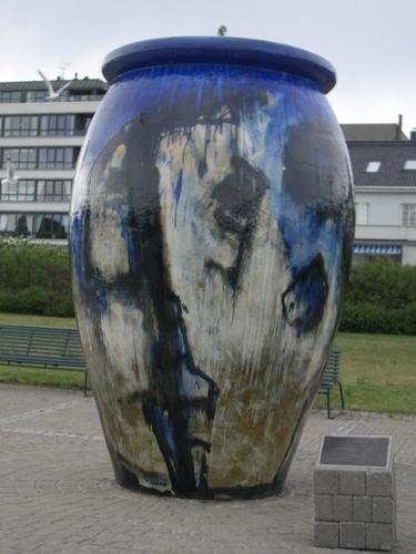 [Picture: Giant vase]
