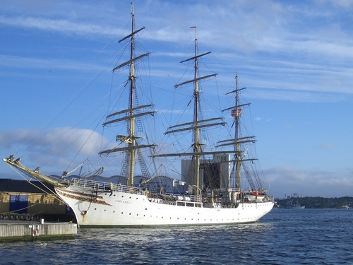 [Picture: Sailing ship 4]