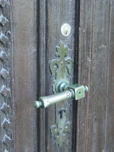 [Picture: Door handle]