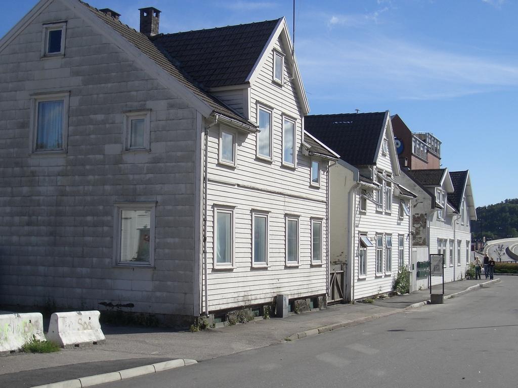 [Picture: Norwegian houses]