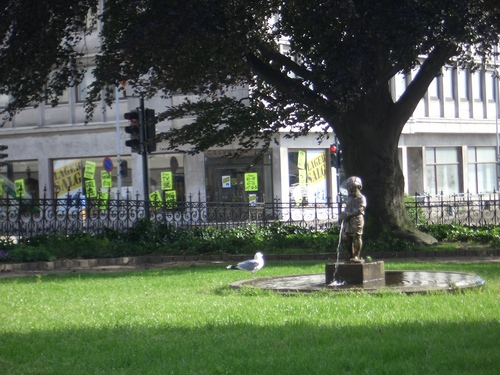 [Picture: statue of urinating boy 2]