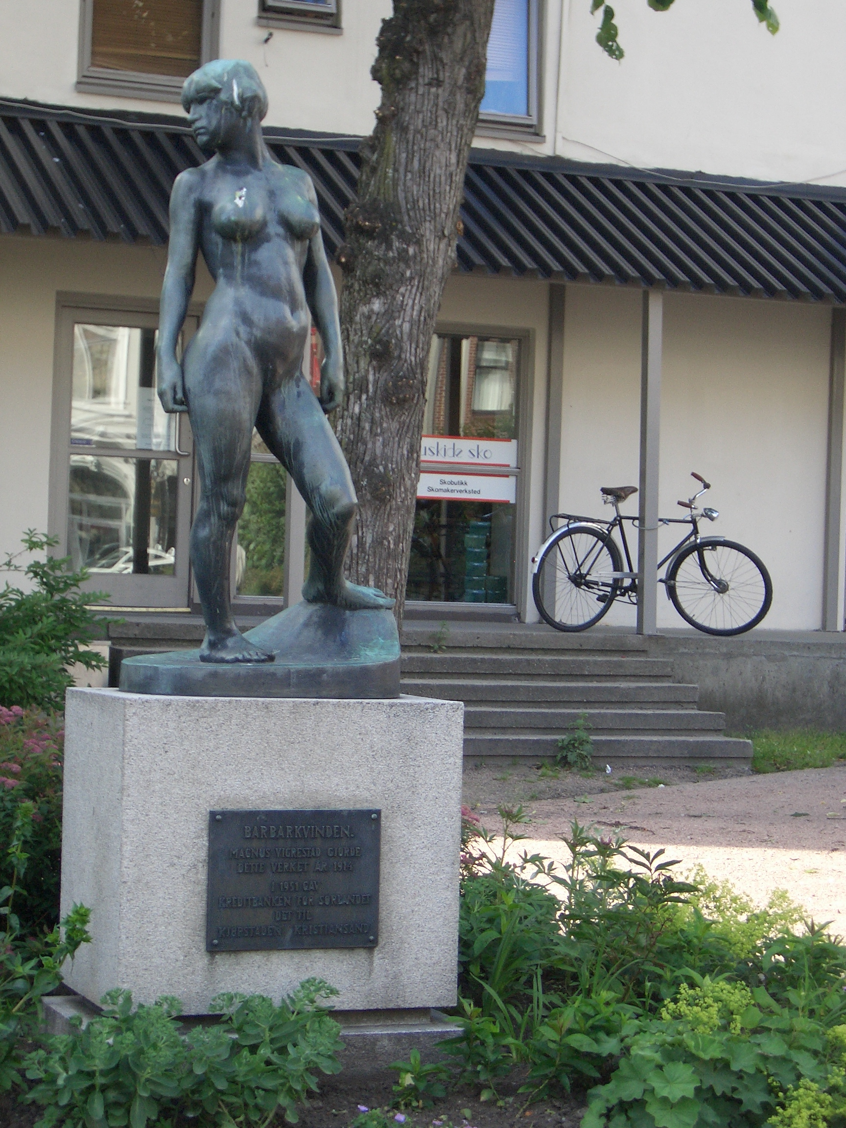 [Picture: Naked woman statue]