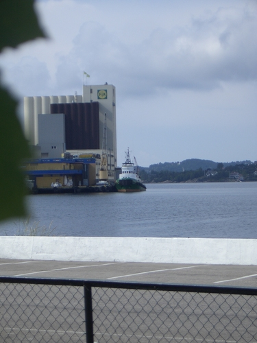 [Picture: Freighter terminal]