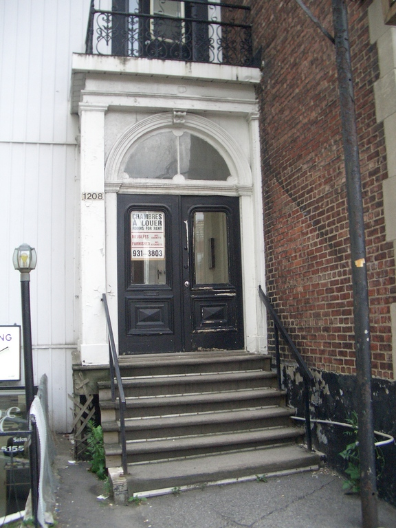 [Picture: Doorway with steps 2]