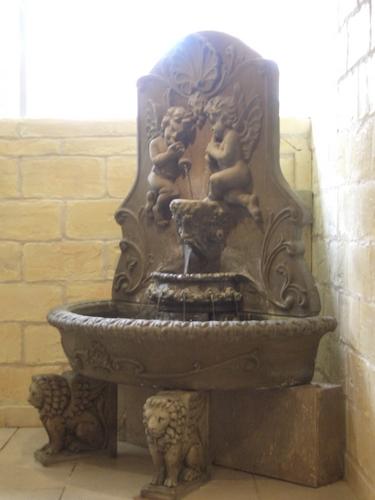 [Picture: Portable fountain 2]