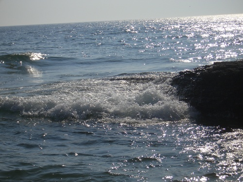 [Picture: Waves on rock 2]