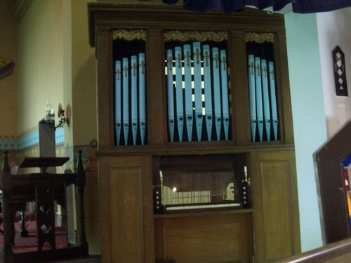 [Picture: Pipe organ]