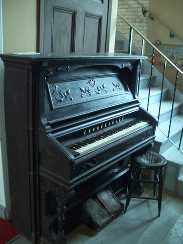 [Picture: Antique pedal organ 2]