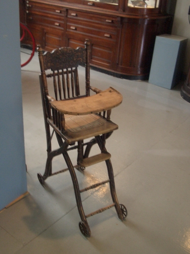 [Picture: Antique high chair 2]