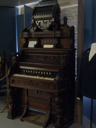 [Picture: Another antique pedal organ]