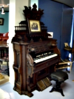 [Picture: Yet another antique pedal organ]