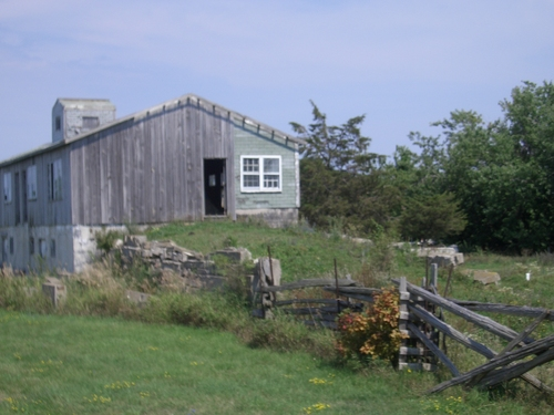 [Picture: Wooden barn 2]