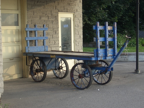 [Picture: Luggage cart 2]