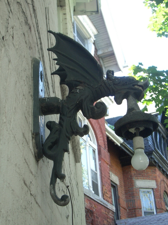 [Picture: Gargoyle lamp 3]