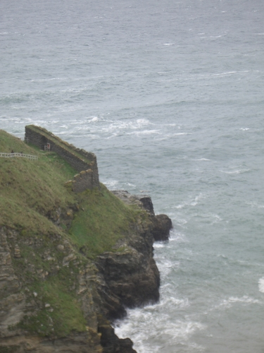 [Picture: Ruins of Tintagel Castle 9: Down to the sea 2]