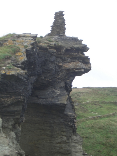 [Picture: Ruins of Tintagel Castle 11: End of the wall 2]