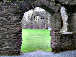 [picture: Restormel Castle 27: Arched doorway]