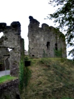 [picture: Restormel Castle 34: Gatehouse and castle wall]