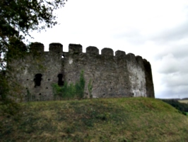 [picture: Restormel Castle 35: Castle wall from the outside]