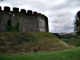 [picture: Restormel Castle 36: Castle wall from the outside 2]