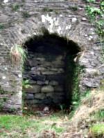 [picture: Restormel Castle 41: Niche under the bridge 2]