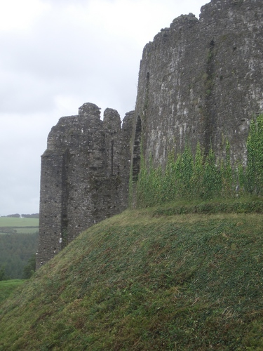 [Picture: Restormel Castle 6: Curtain wall]