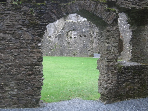 [Picture: Restormel Castle 27: Arched doorway]