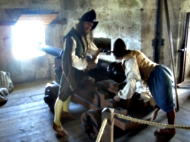 [picture: Pendennis Castle 44: People loading a cannon]