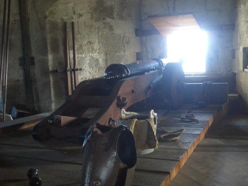 [Picture: Pendennis Castle 42: cannon]