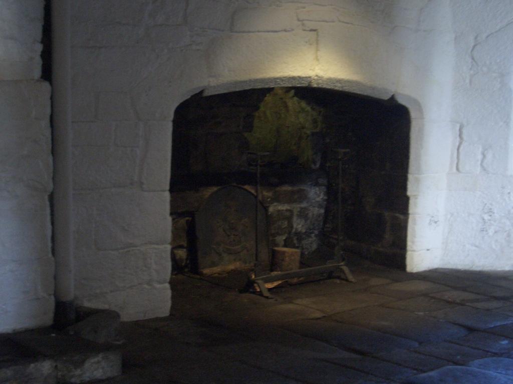 [Picture: Pendennis Castle 51: Castle hearth 2]