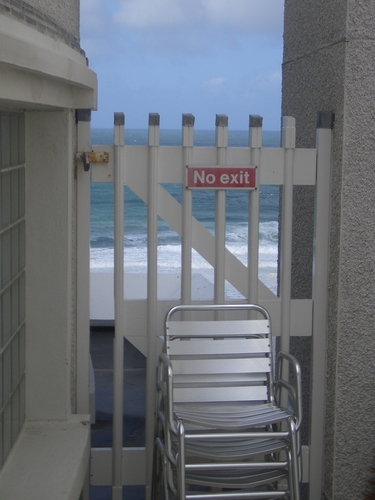 [Picture: No access to the beach 2]